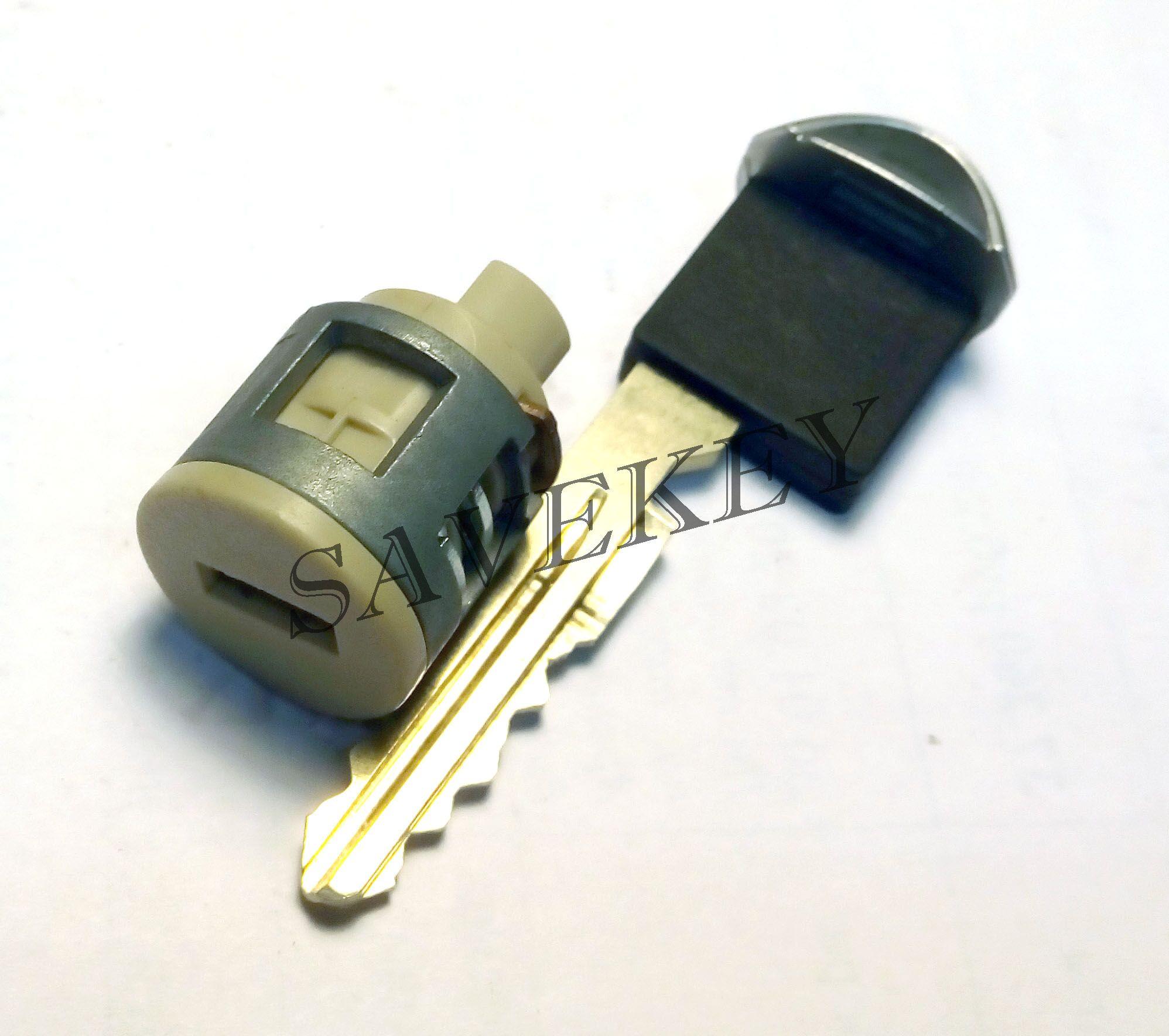 Замок перчаточного ящика с ключем Nissan